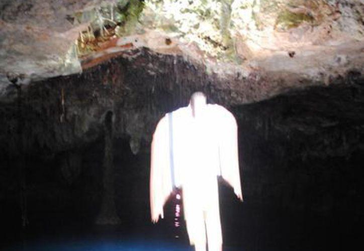 La fotografía fue tomada en el cenote Kin–Ha. (Eric Galindo/SIPSE)