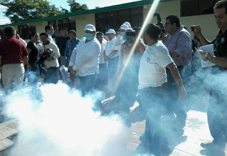 Indican que para este nuevo ciclo se fumigarán 144 instituciones educativas. (Lara Alfaro/SIPSE)