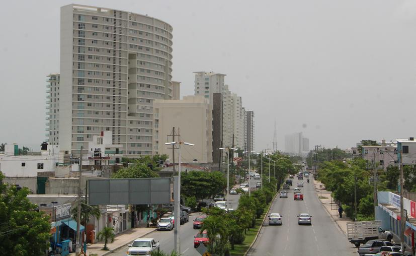 La medida de verticalidad aplicaría en la avenida José López Portillo, carretera hacia Mérida y hacia Playa del Carmen. (Paola Chiomante/SISPE)