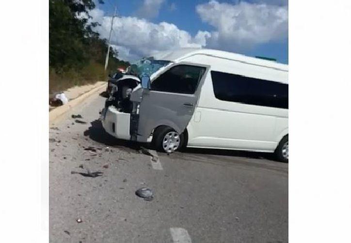 Accidente entre dos furgonetas dejó al menos seis lesionados. (Foto: Redacción)