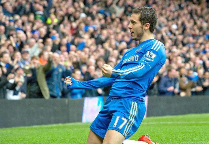 El jugador del Chelsea Eden Hazard celebra el gol marcado al West Ham United durante el partido de la Premier League jugado en Stamford Bridge , Londres, Reino Unido. (EFE)