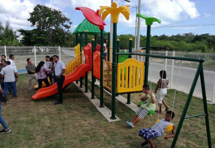 El parque del fraccionamiento El Encanto fue entregado ayer.  (Daniel Tejada/SIPSE)
