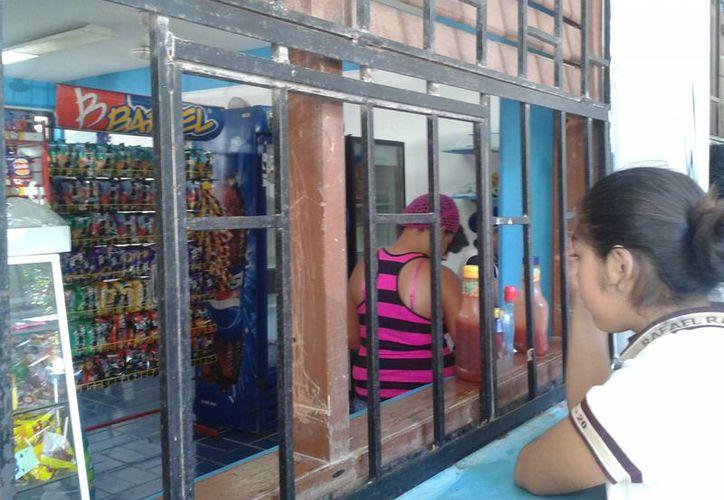 En las tiendas escolares se detectaron alimentos con alto contenido en grasas. (Tomás Álvarez/SIPSE)