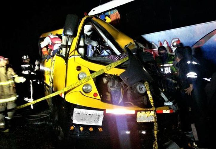 Imagen del accidente que ocurrió en Ecuador y dejó varios muertos. (twitter.com/ECU911)