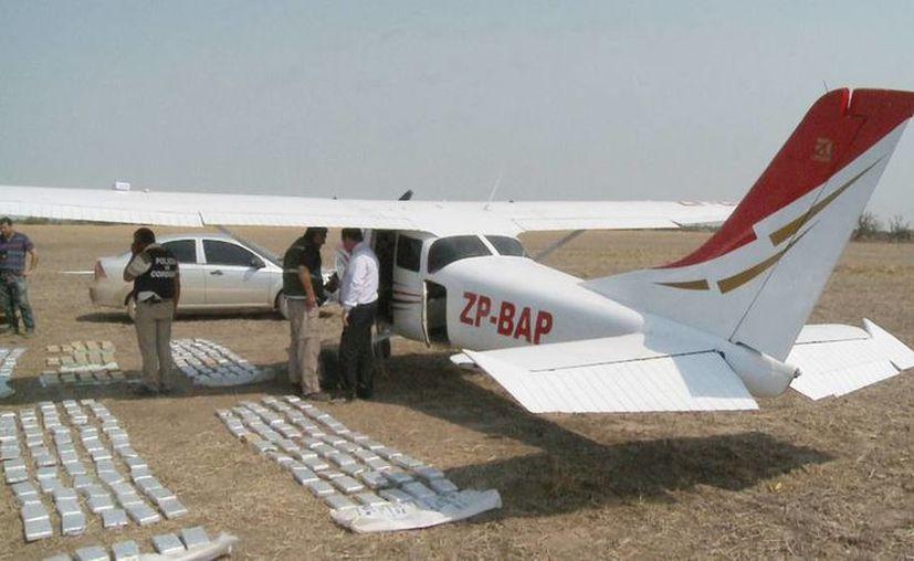 La avioneta estaba lista para despegar, encuentran bloques de cocaína en una camioneta cerca del lugar. (Foto de contexto tomado de lavoz.com.ar)