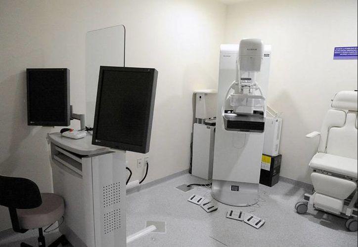 El nuevo mastógrafo digital con el que cuenta el Incan detecta lesiones milimétricas en mujeres asintomáticas con cáncer de mama en un lapso de tres a cinco minutos. (twitter/@incanMX)