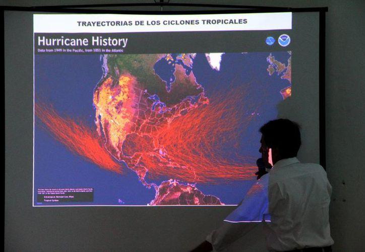 En la entidad se da seguimiento puntual a la ruta de los huracanes. (Milenio Novedades)