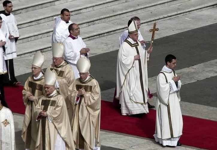 Jorge Mario Bergoglio se refirió a cuán difícil ha sido haber asumido el control de la Curia Romana. (Archivo/Notimex)