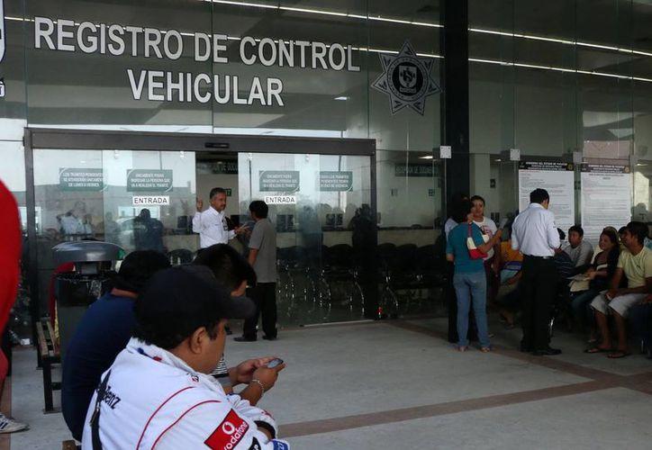 La autoridad fiscal de Yucatán espera que los ciudadanos aprovechen la prórroga del 4 al 29 de enero para liquidar sus impuestos vehiculares. (SIPSE)