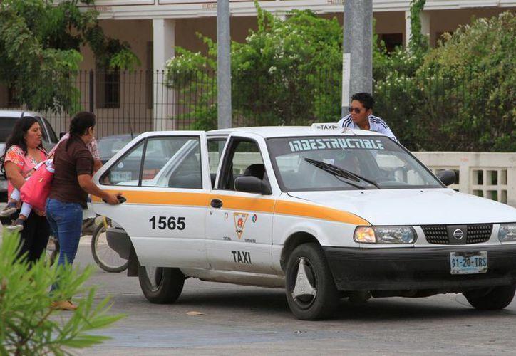 Se exhorta a los concesionarios no esperar a que pasen dos o tres meses sin que los taxistas hagan la retribución correspondiente. (Ángel Castilla/SIPSE)