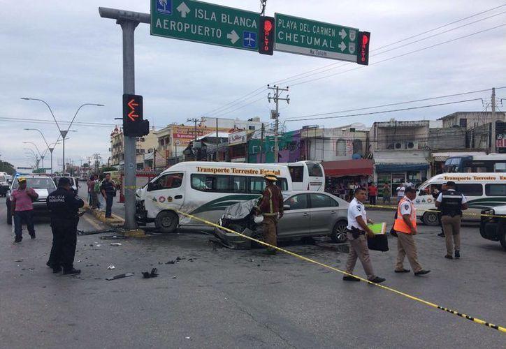 No se reportaron lesionados, debido a que la unidad de transporte público iba vacía. (Orville Peralta/SIPSE)