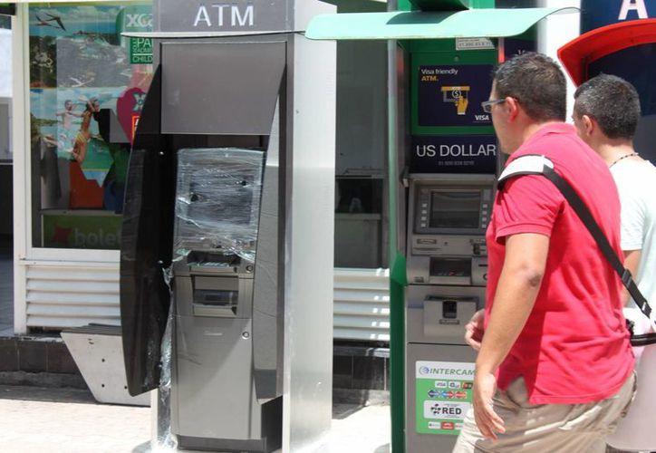 A la fecha se han clausurado 30 cajeros automáticos ubicados en el centro turístico de la ciudad.  (Igor Cabrera/SIPSE)