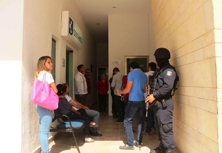 El hospital donde fueron trasladados los heridos estuvo custodiado. (Daniel Pacheco/SIPSE)