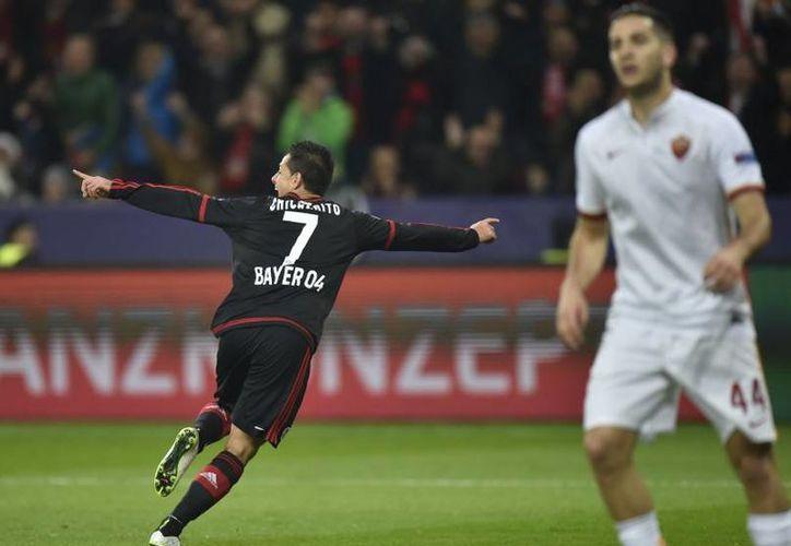 Javier Hernández se encuentra en uno de sus mejores momentos en el futbol europeo. El mexicano lleva 10 goles con el Bayer Leverkusen, tanto en Champions como en la liga local. (Archivo AP)