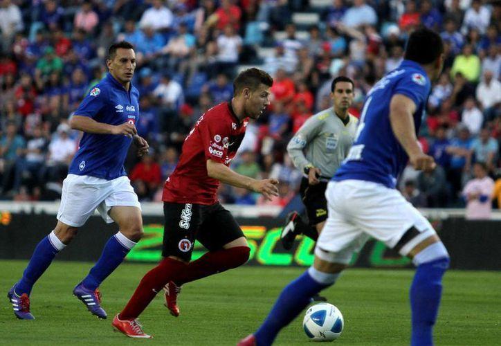 Con su triunfo sobre Xolos de Tijuana, Cruz Azul retoma la cima general del Torneo Clausura 2014 de la Liga MX. (Notimex)