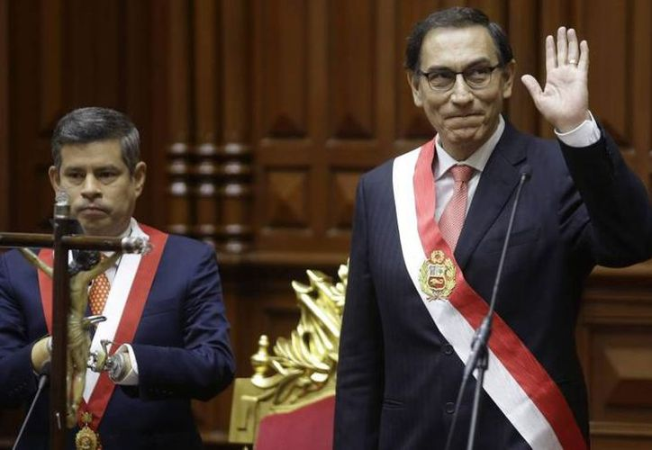 El ingeniero y primer vicepresidente, Martín Vizcarra Cornejo, asumió el cargo presidente de Perú, en reemplazo del exbanquero Kuczynski. (El País)