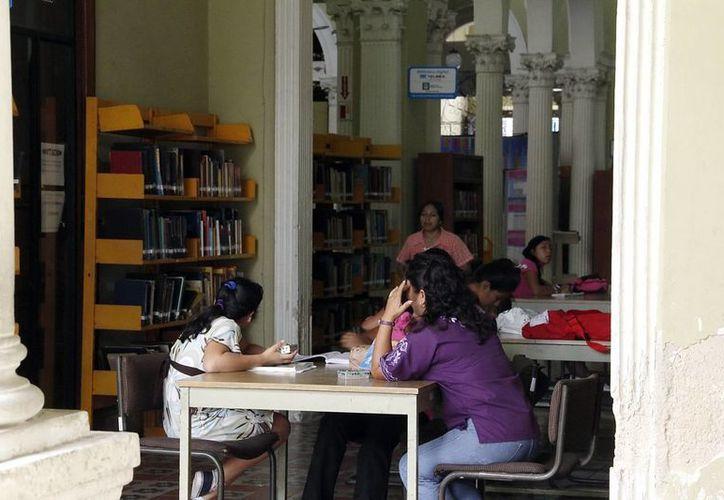 Más de un millón de usuarios utilizan los servicios bibliotecarios de la Uady. (Juan Albornoz/SIPSE)