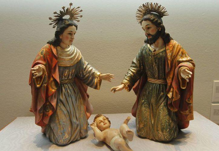 El Arzobispo Emérito, Emilio Carlos Berlie Belaunzarán, recordó en su homilía que el nacimiento de Jesús de Nazaret representa la salvación para los católicos. (Notimex)