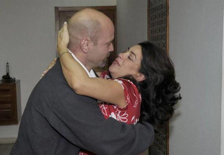Gerardo Hernández y Adriana Pérez fueron padres de una bebé que fue concebida por inseminación artificial. (Tomada de cubadebate.cu)