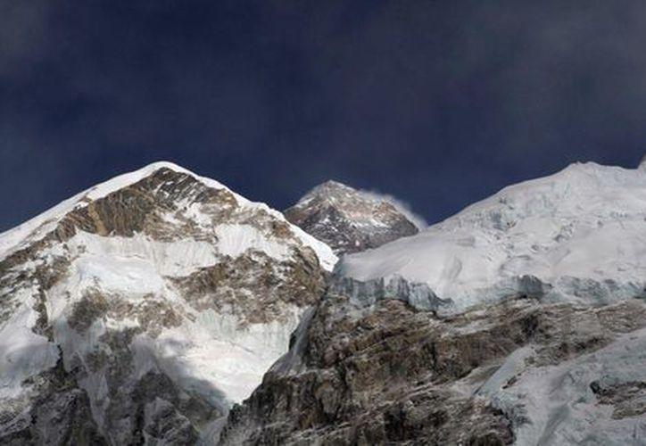 Cuatro alpinistas fueron hallados sin vida dentro de una casa de campaña en el monte Everest. (Milenio.com)