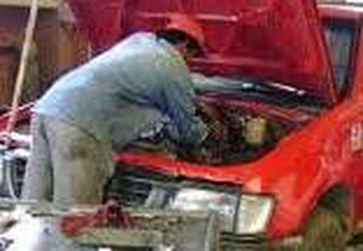 Entre los negocios vigilados por la Profeco se encontraron los talleres mecánicos. (Milenio Novedades)