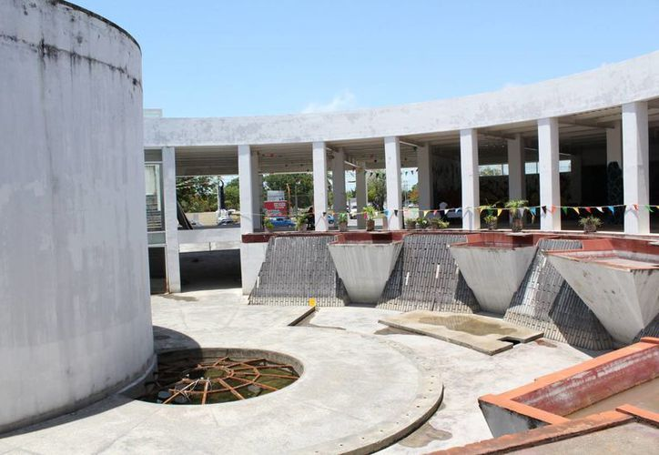 El edificio del Centro Educativo de Cambio Climático en Chetumal está concluido pero inservible. (Ángel Castilla/SIPSE)