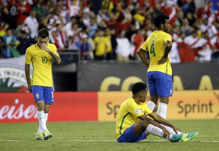 Brasil tendrá una noche triste al culminar un rotundo fracaso este domingo en Copa América. (AP)