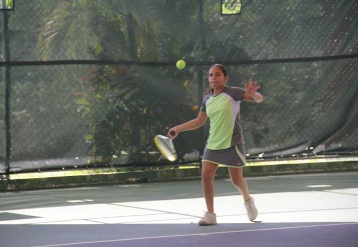 Tenistas se perfilan para superar la eliminatoria regional. (Raúl Caballero/SIPSE)