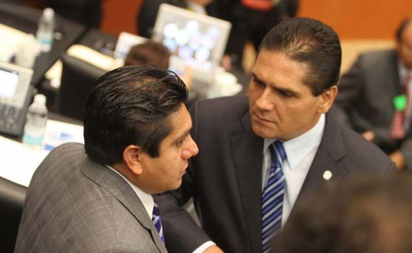 El perredista Silvano Aureoles (de frente)  sustituiría a José González Morfín, del PAN, en la presidencia de la Mesa Directiva de la Cámara de Diputados. (Notimex/Foto de archivo)
