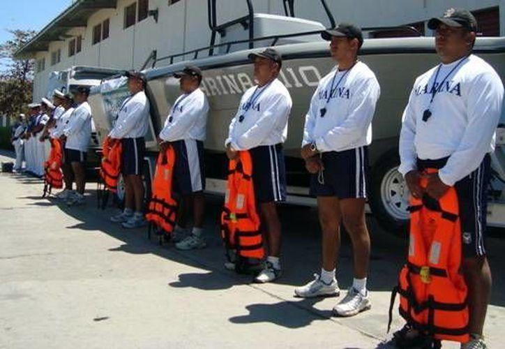 Imagen de archivo de elementos de la Marina en el operativo de seguridad vacacional 2015. Hoy inició la operación Salvavidas Invierno 2016 en la costa yucateca. (SIPSE)