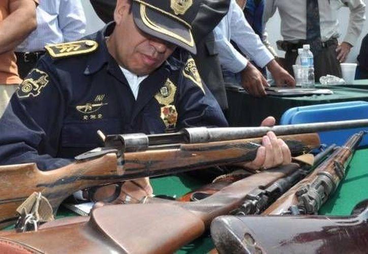 Este viernes la SSP recaudó 17 armas cortas, una larga y una granada. (www.noticierostelevisa.esmas.com)