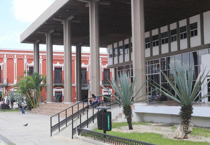 El Artículo 28 de la Constitución yucateca permite que el Informe de Gobierno sea por escrito.  Por ley, el Congreso no está obligado a realizar una ceremonia solemne. (Milenio Novedades)