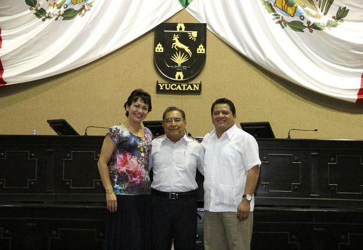 Integran la Diputación Permanente Pedro Oxté Conrado (PRI), presidente; Leandra Moguel Lizama (PRI) y Javier Chimal Kuk (PAN), secretarios. (Cortesía)