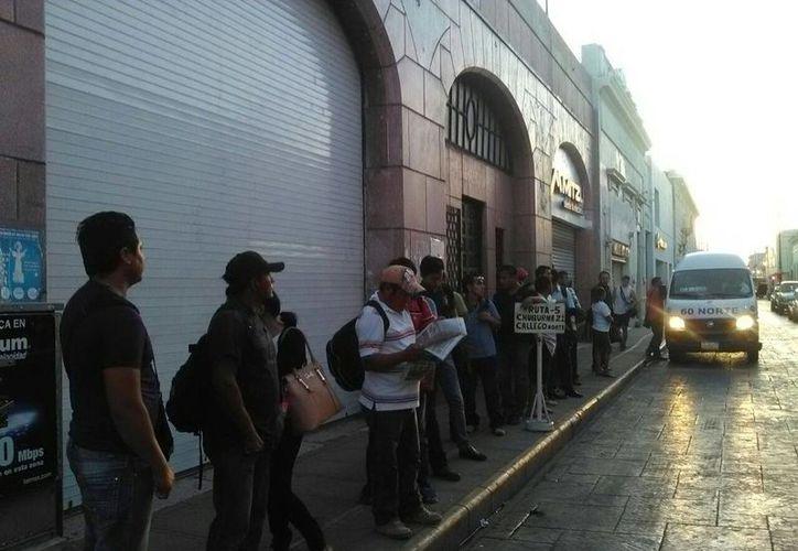 Taxistas del FUTV y otras agrupaciones de Yucatán realizaron un paro de labores en protesta contra Uber y Cabify, empresas que prestan servicio de transporte de personas, vía plataformas tecnológicas. (SIPSE)