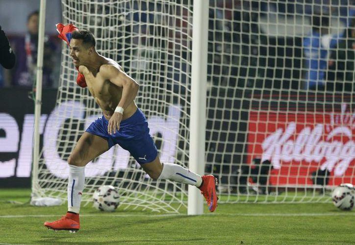 Alexis Sánchez celebra tras anotar el cuarto y último gol de Chile en la tanda de penales, en la final de Copa América contra Argentina. (Fotos: AP)