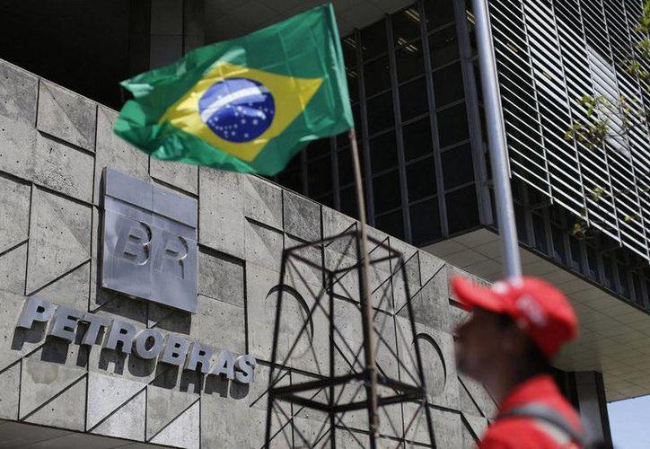 """El caso Petrobas ha expuesto la corrupción que existe en la clases política y empresarial de Brasil. Este jueves un funcionario más, el  jefe de la Cámara de Diputados, Eduardo Cunha, fue vinculado en el caso """"Petrolao"""" al ser acusado de recibir sobornos. (AP)"""