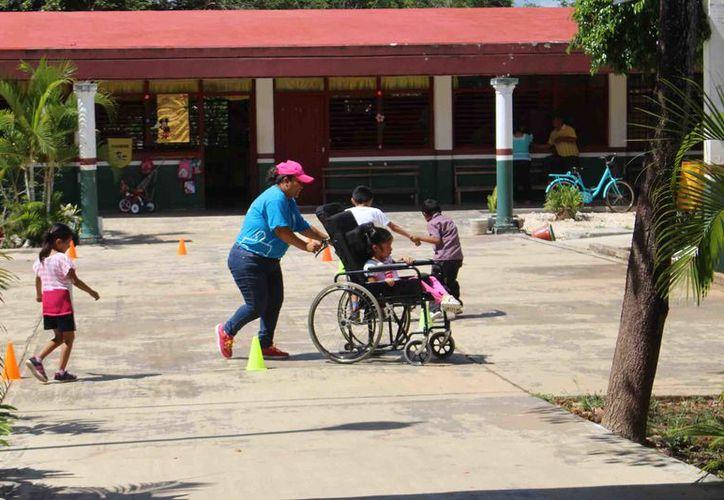El CAM da cabida a los niños que tienen diversas discapacidades, como autismo, síndrome de Down y paralisis cerebral, entre otros. (Foto: Jesús Caamal / SIPSE)