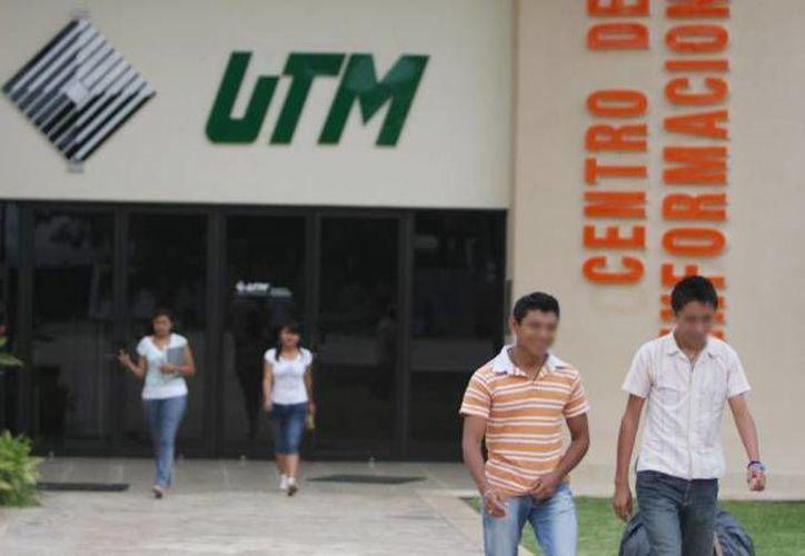 Los planes entregados son producto del Programa Incubar Sejuve-UTM. (Archivo/SIPSE)