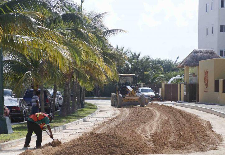 El mal tiempo ha sido una de las principales razones por las que los trabajos se han atrasado. (Israel Leal/SIPSE)