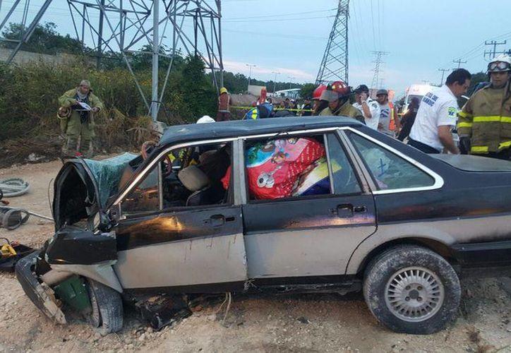 Una persona perdió la vida al impactarse un vehículo tipo Datsun  y una camioneta de redilas. (Redacción/SIPSE)