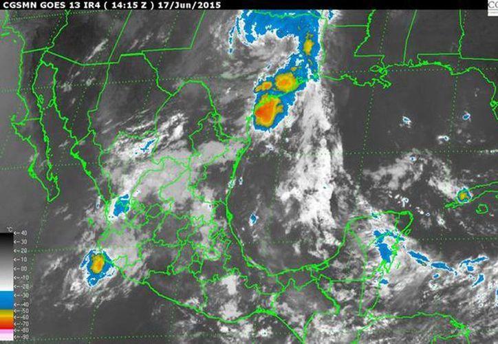 La tormenta tropical Carlos se localiza a 55 kilómetros al oeste de Manzanillo, Colima, y a 75 kilómetros al sur-sureste de Playa Perula, Jalisco. (smn.conagua.gob.mx)