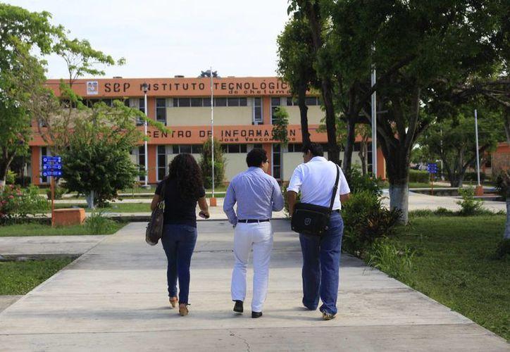 Los alumnos disfrutarán de la inversión de casi un millón de pesos en los trabajos de remodelación del espacio universitario. (Harold Alcocer/SIPSE)