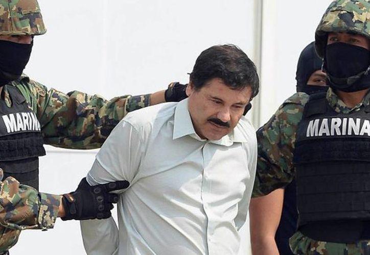 El Chapo tiene una tía que vive en Chiapas y a la que visitó en 1993 antes de huir a Guatemala, se presume podría estar en esta zona. Imagen del momento que fue trasladado el año pasado al penal del Altiplano. (Archivo/AP)