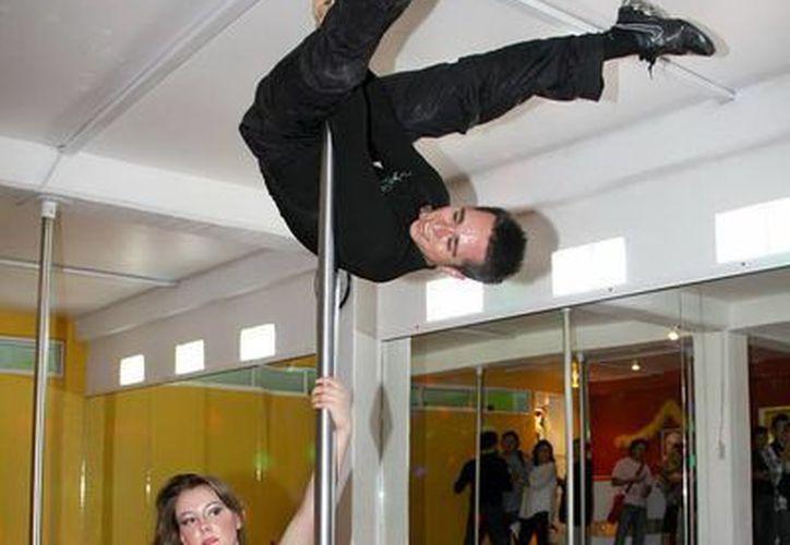 En todo el país se ofrecieron exhibiciones sobre los beneficios de la práctica del Pole Fitness. (Notimex)