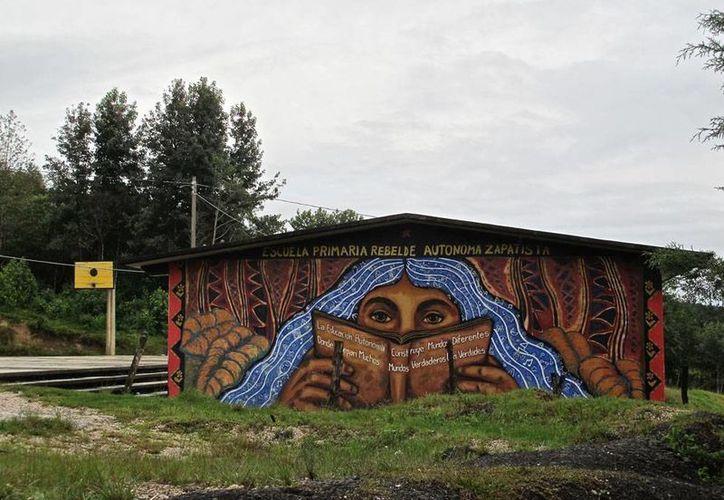 El enfrentamiento que dejó como saldo un muerto ocurrió en La Realidad, Chiapas, corazón el Ejército Zapatista. Imagen de una escuela en la zona. (Archivo/Ángeles Mariscal-chiapasparalelo.com)