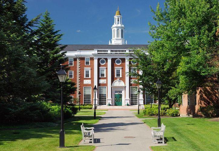 La Universidad de Harvard, en Estados Unidos y cuya sede principal aparece en la imagen, es la institución de mayor prestigio a nivel mundial, de acuerdo con 'Times Higher Education'. (bestedulocation.com)