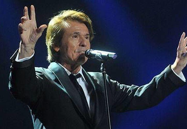 El cantante español Raphael, celebrará en Cancún uno de los conciertos más esperados de la temporada. (Contexto/Internet)