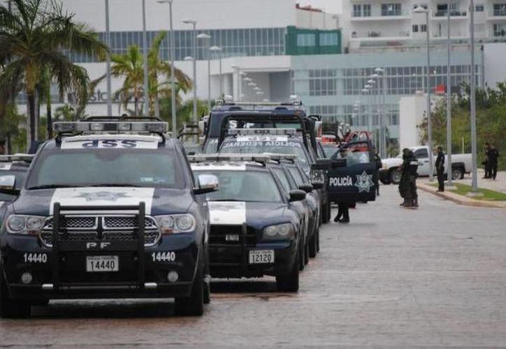 """Dan 'banderazo' de salida al operativo """"Invierno 2017"""" en Cancún. (Archivo/SIPSE)"""