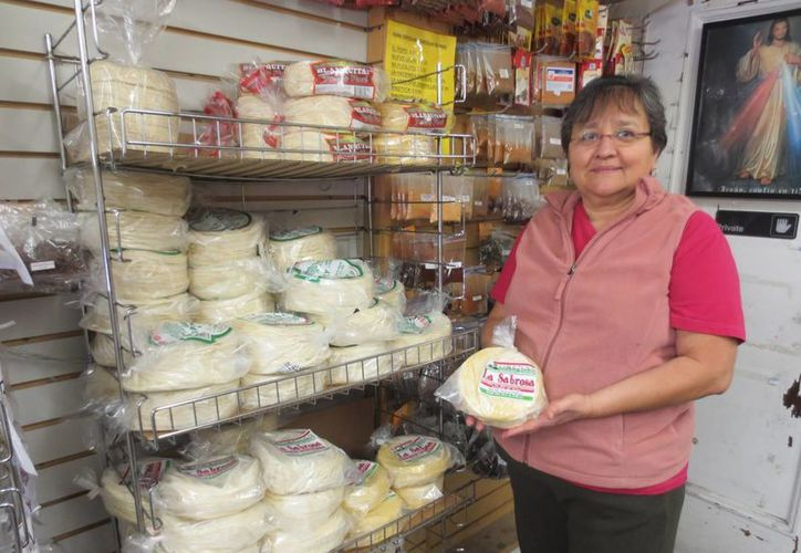 Las tortillas importadas han llegado a los grandes supermercados canadienses. El paquete de 765 gramos se vende en alrededor de dos dólares. (Notimex)