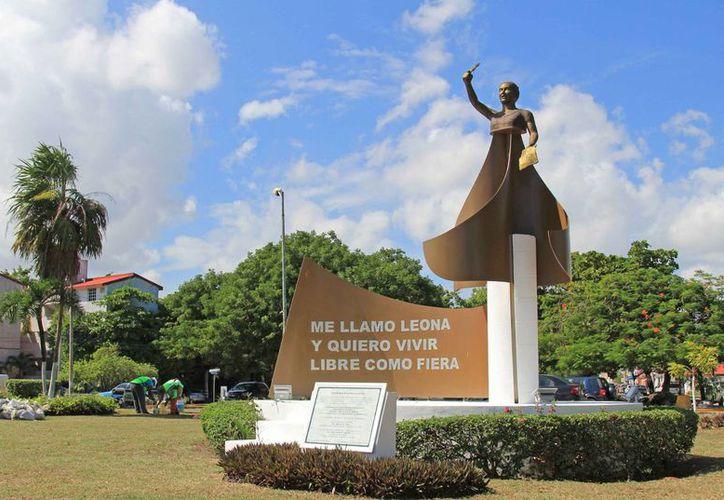 Los trabajos dieron inicio en el monumento a Leona Vicario. (Jesús Tijerina/SIPSE)